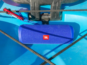 Picture of a JBL Flip4 on a kayak