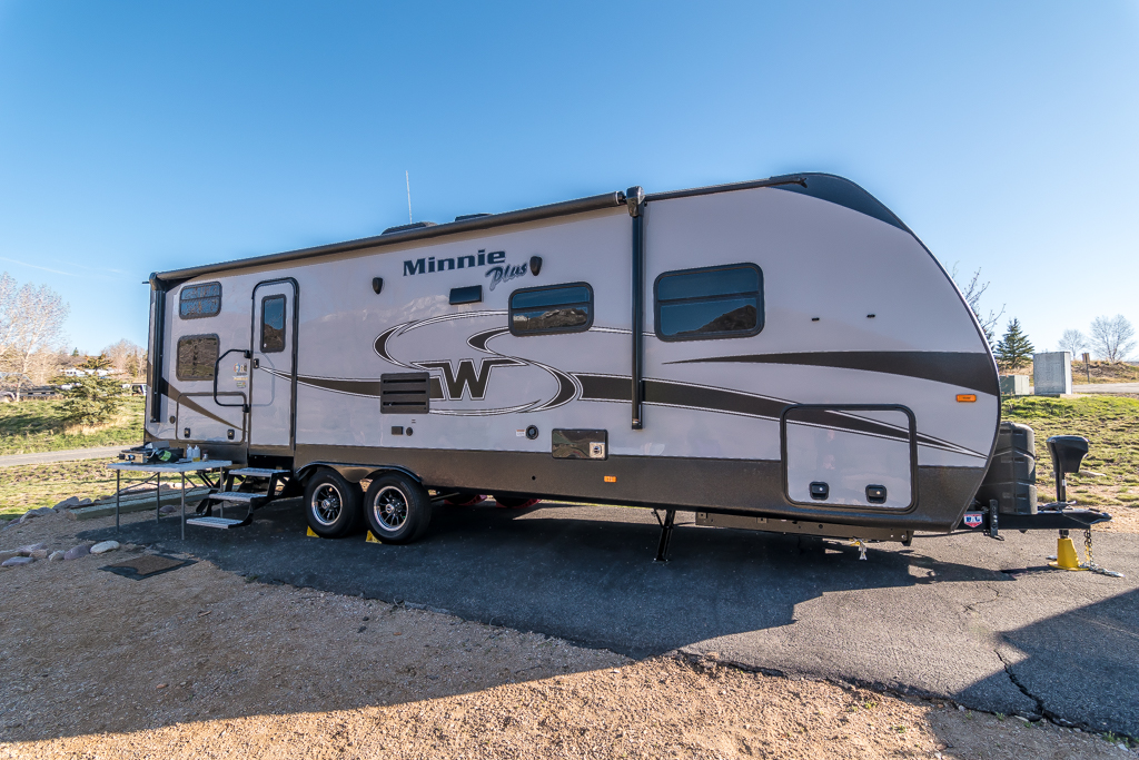 Winnebago Minnie Plus 27BHSS in Platinum